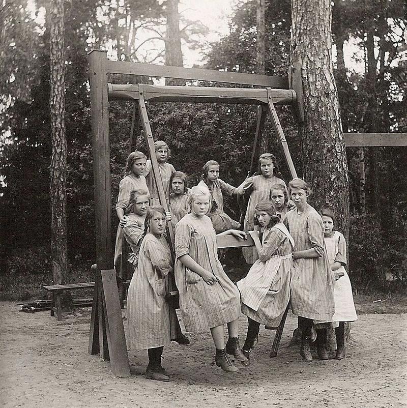 Flickor i Stora Gungan 1928.