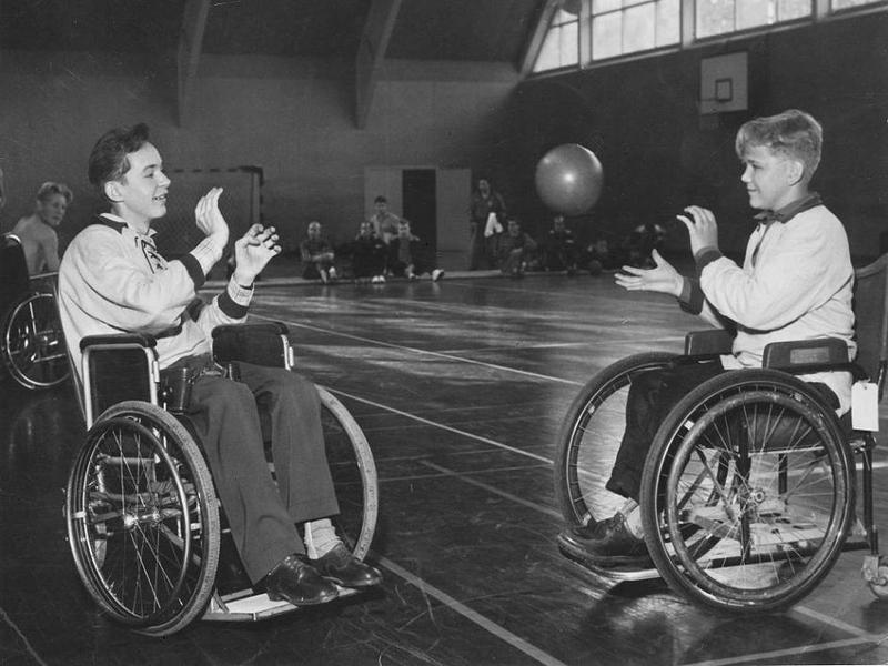 Basketträning på Ing.1 i Solna 1957.