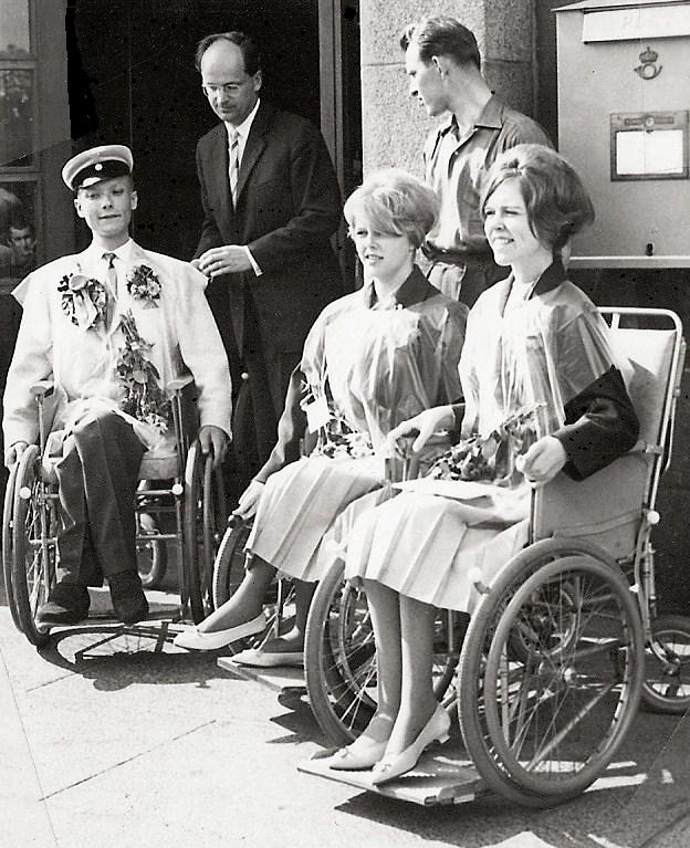 Melker, Ulla och Ing-Britt examen 1960.