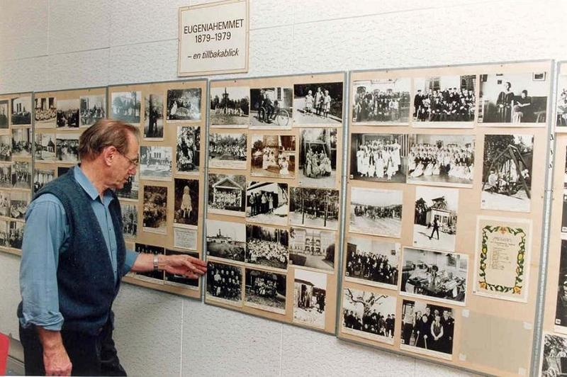 Roland med utställning.