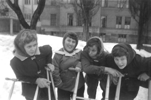 Fyra söta flickor.