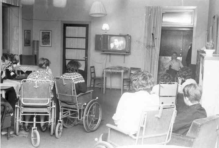 TV-stund på kvinnliga.