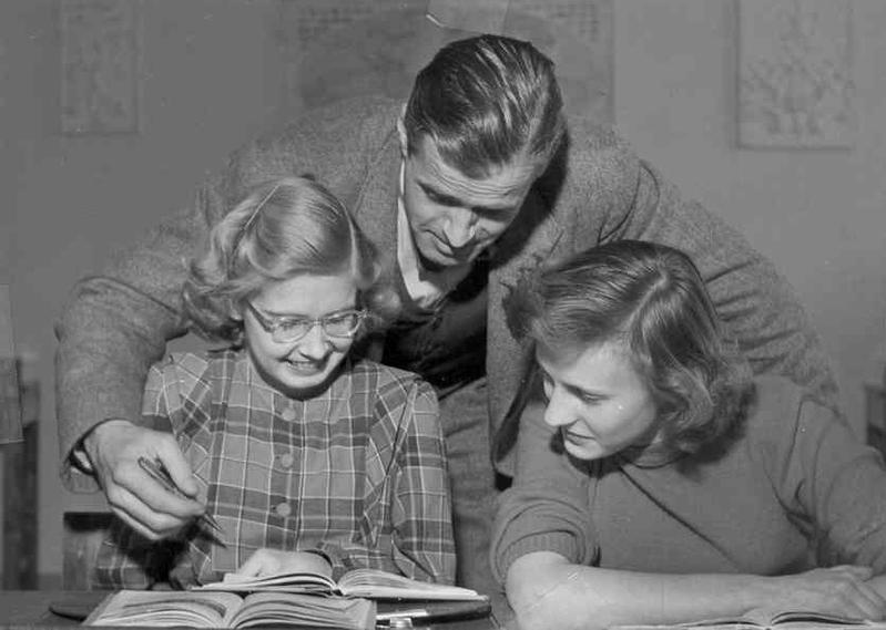 Björn Ståludd med två elever.