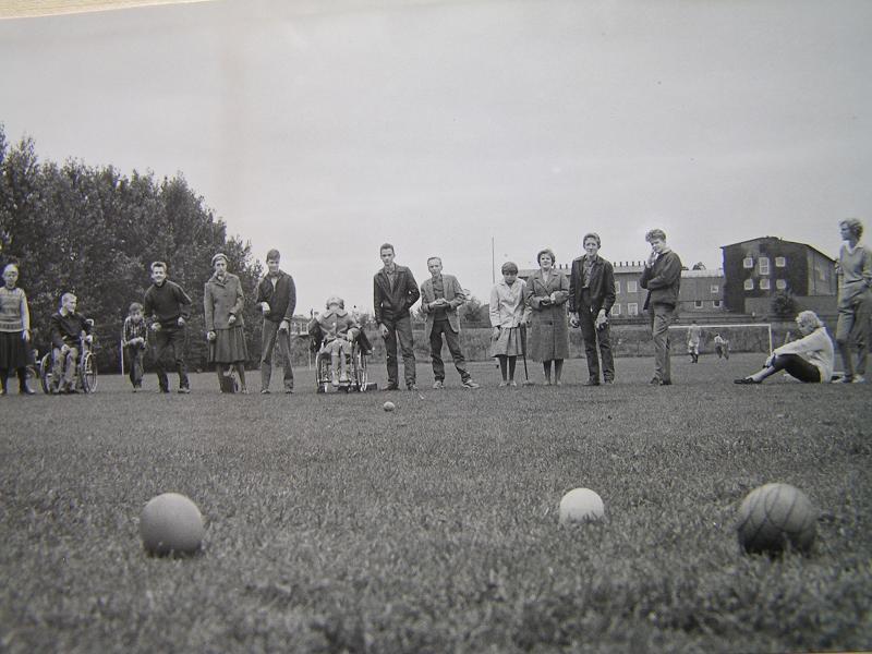 Bocciaspel på fotbollsplanen