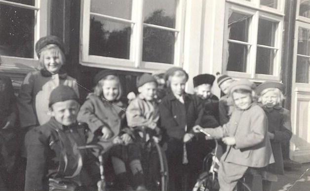 På bron hösten 1949.