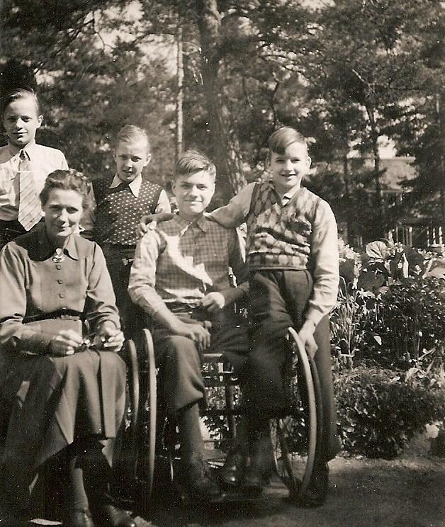 Mor Greta med några elever (40-talet).