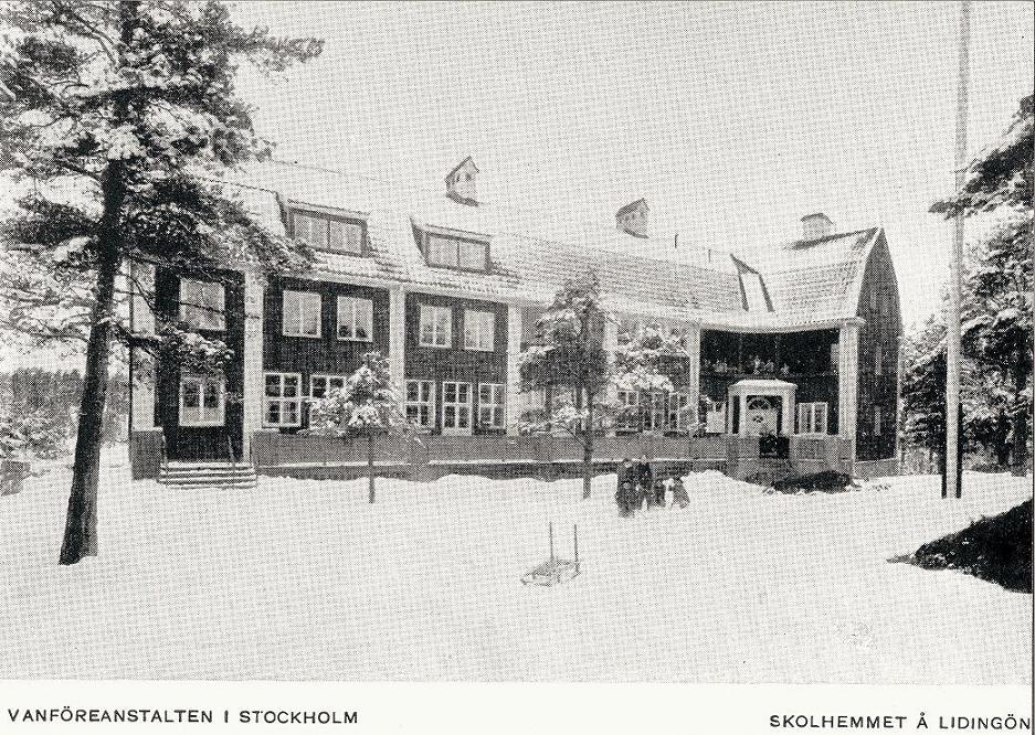 Tidigt vykort på den första byggnaden.