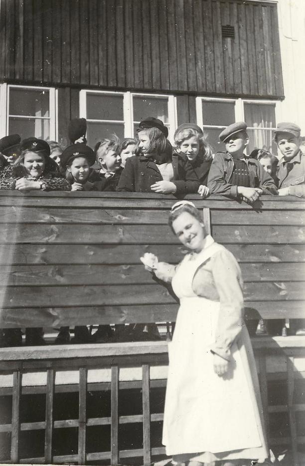 Barn på bron (40-talet).