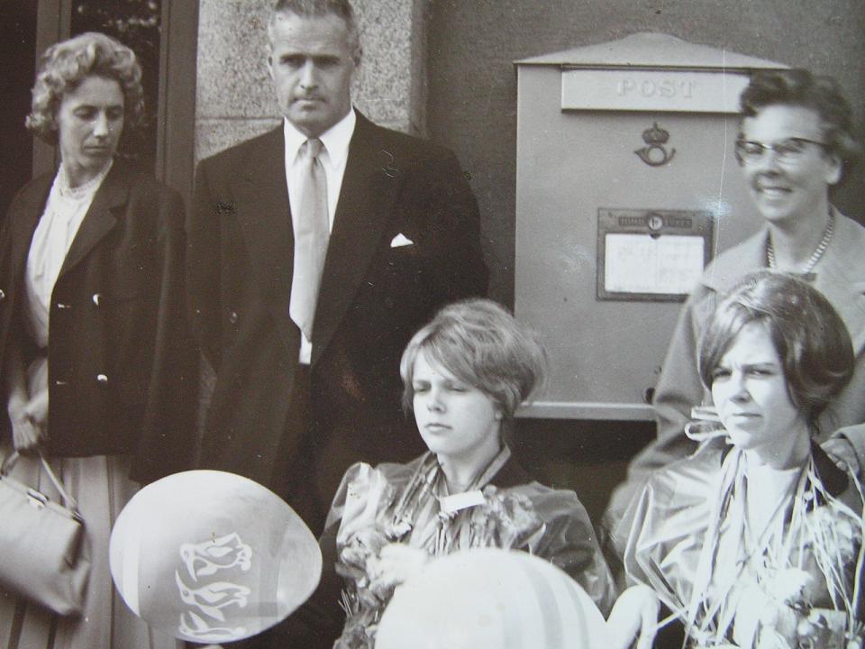 Ulla och Ing-Britt examen 1960.