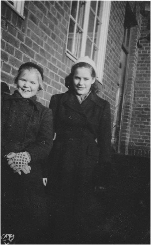 Anita Ek och Gullvi Kvist omkring 1953