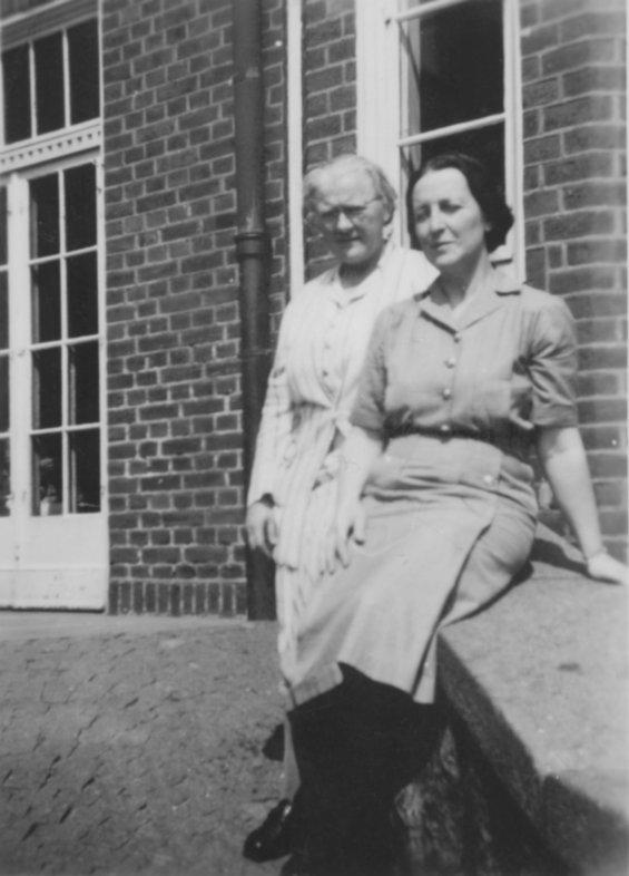 Emilie Secher och Elsa Ekholm slutet av 1940-talet