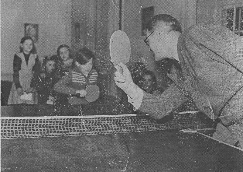 Farbror Sven spelar pingpong