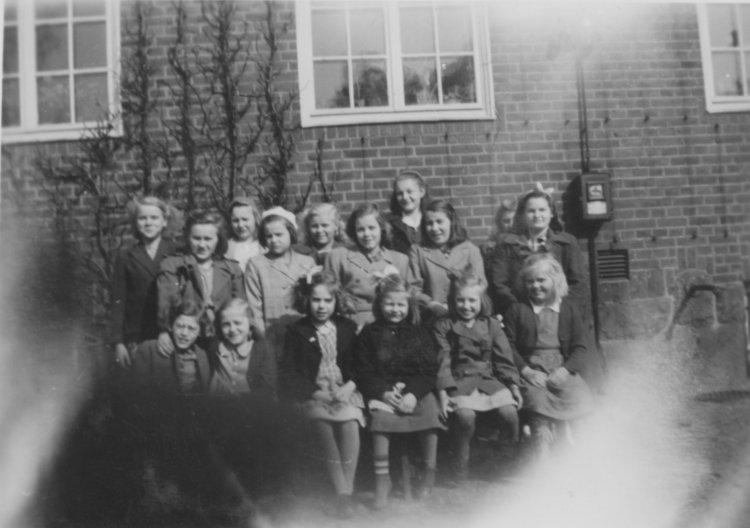 Grupp av flickor på slutet av 1940-talet