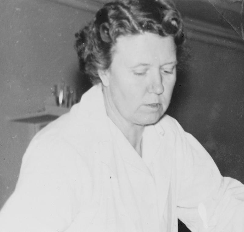 Ingrid Frisberg, Björnidets föreståndarinna.