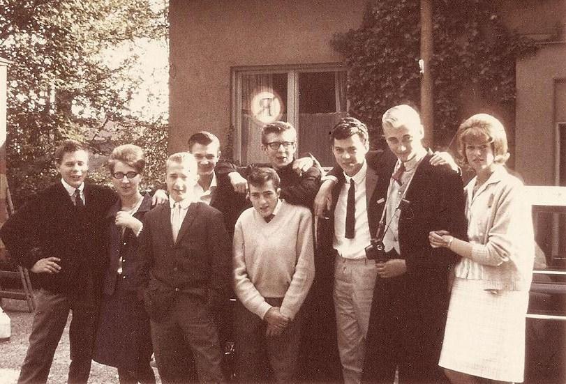 Gruppbild utanför Lillebo 1964.