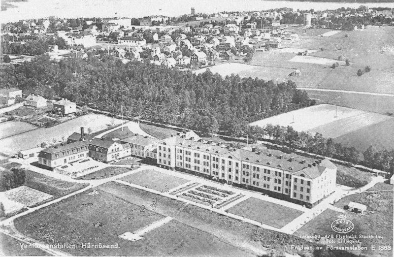 Vanföreanstalten i Härnösand med skolhemmet till vänster i bilden