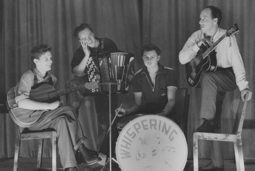 "Norrbackas orkester ""Whispering""."